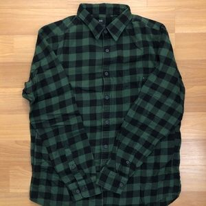 UNIQLO GREEN FLANNEL SHIRT SIZE LARGE